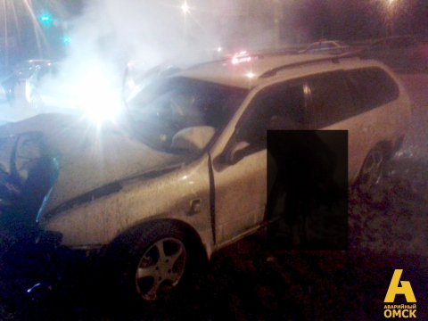 Очевидцы: Двое погибли в ночной аварии на Красном Пути