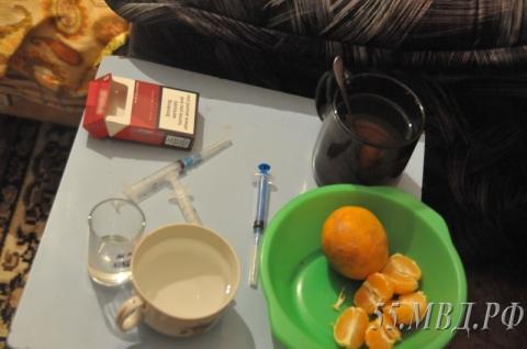 В Омске мать троих детей организовала у себя дома наркопритон