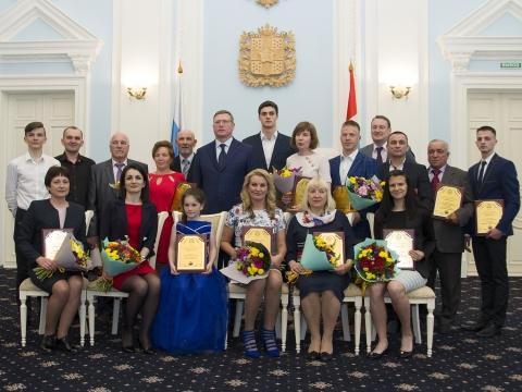 Бурков наградил активных омичей спортивной премией «Доблесть»