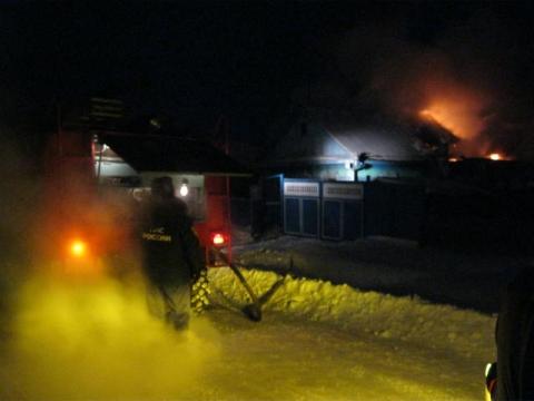 В Омской области в пожаре погибли женщина и ребенок