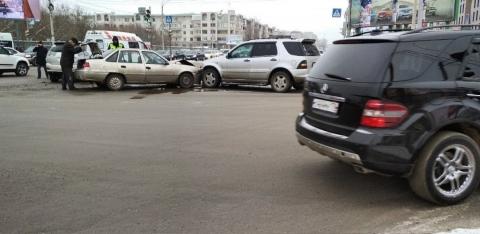 В центре Омска три иномарки устроили ДТП