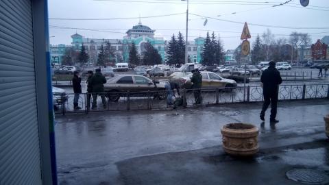 В Омске у ж/д вокзала сбили военнослужащего