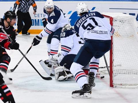 Омский «Авангард» не сумел одолеть «Магнитку» на своем льду