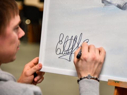Купить нарисованных омских хоккеистов можно на благотворительном аукционе