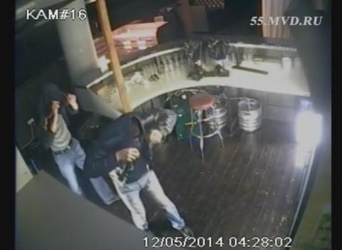 Омская полиция опубликовала видео ограбления ресторана