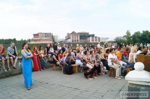 На омских улицах прошли первые два спектакля театрального фестиваля