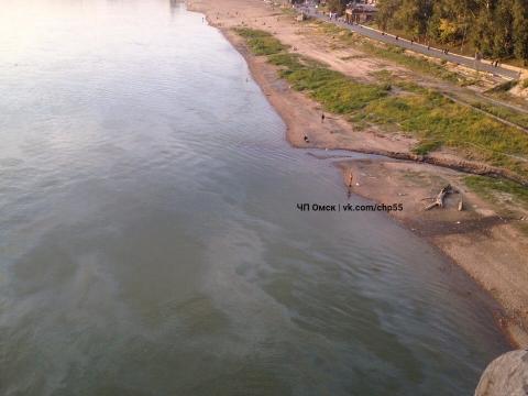 В Омске было замечено бензиновое пятно на Иртыше