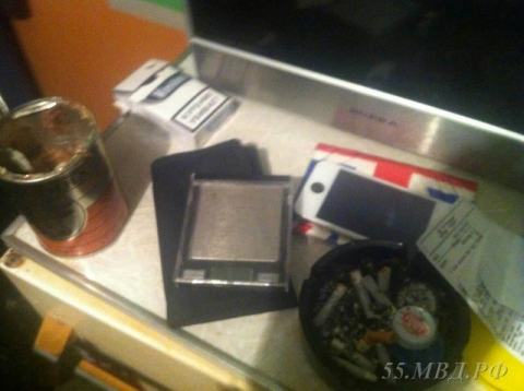 В Омске задержали двоих мужчин за сбыт 550 грамм наркотиков