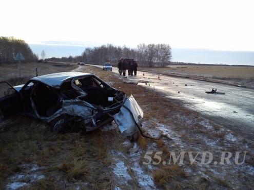 """В Омской области женщина погибла в ДТП """"Лады Самары"""" и """"КамАЗа"""""""