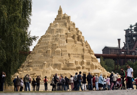 В Германии построили песочный замок высотой 17 метров