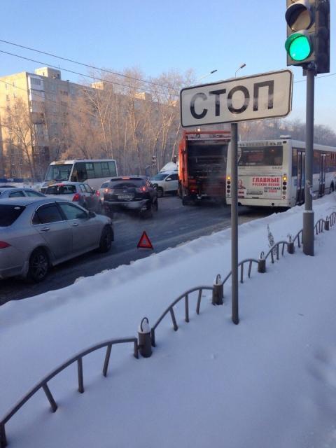 В Омске произошло ДТП с участием автобуса и мусоровоза