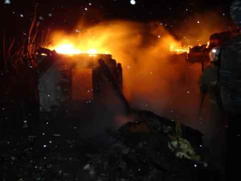 Пожар в частном доме Омска унес жизни двоих человек