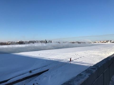 Несмотря на сильные морозы, вода в Иртыше не замерзла