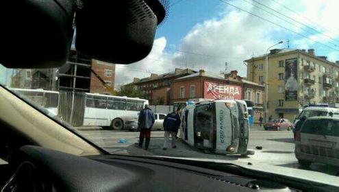 """У метромоста произошла авария со """"скорой помощью"""""""