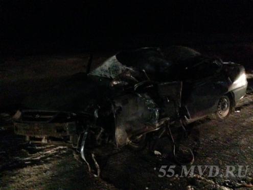 "На трассе ""Омск-Тюмень"" иномарка врезалась в грузовик"
