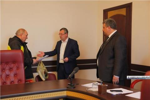 Администрация Керчи приобрела авиабилеты для обманутых омских строителей