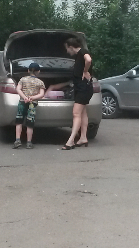 В Омске нерадивая мать перевозила собственных детей в багажнике