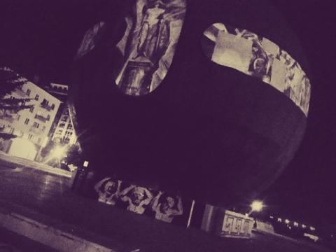 Омский художник рассказал, почему у Шара на площади Бухгольца появились атланты