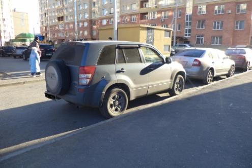 В ночь на субботу в Омске хулиганы повредили шесть автомобилей