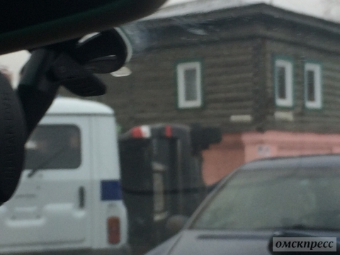 В центре Омска Lexus перевернулся от столкновения с ГАЗелью