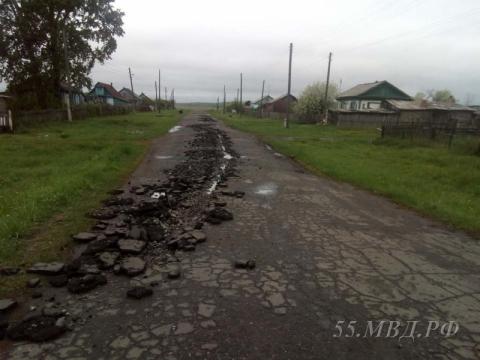 В Омской области угонщика трактора оштрафовали за вспаханную дорогу