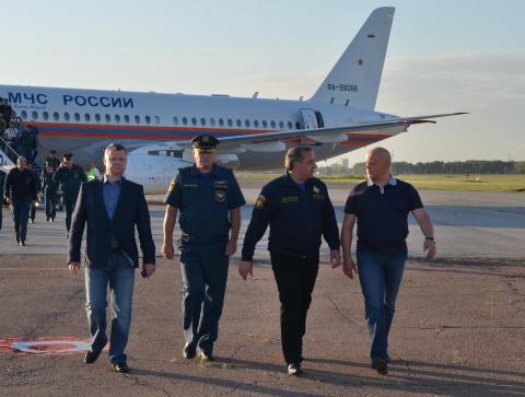 Глава МЧС России наградил гражданских омичей, спасателей и вручил сертификаты на новую технику