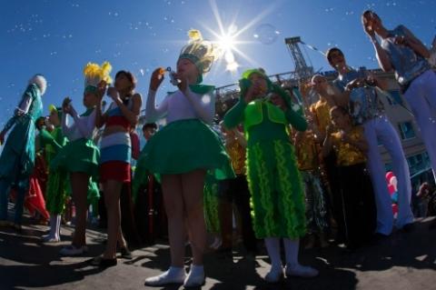 """Третий Парад мыльных пузырей омичи проведут на """"Зелёном острове"""""""