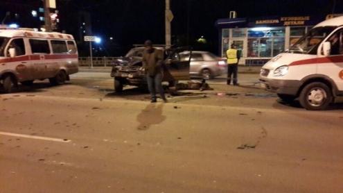 """В Омске водитель """"Шевроле-Нивы"""" погиб в аварии с """"Приорой"""""""
