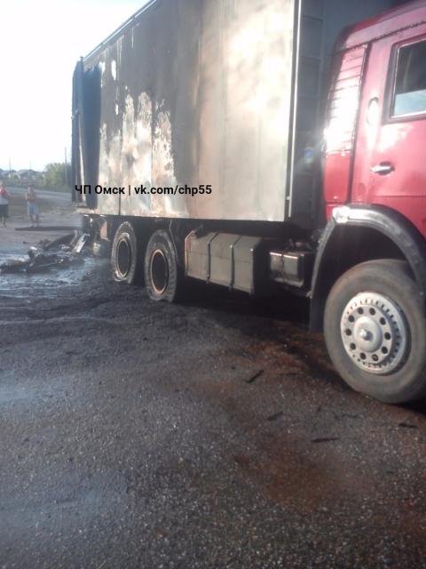 В поселке Ачаирский на ходу загорелся грузовик