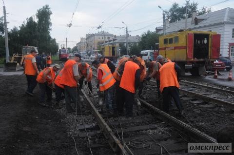 В Омске до сих пор ремонтируются трамвайные пути