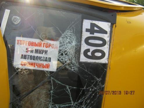 В Омске в ДТП попала маршрутка с пассажирами
