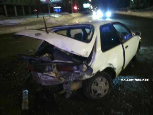 В центре Омска пьяный водитель врезался в два автомобиля