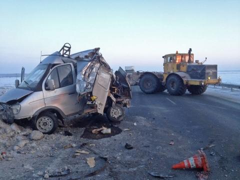 На трассе Омск-Новосибирск фура придавила автомобиль «Toyota»