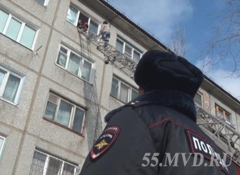 Вышедший из тюрьмы омич оказался на крыше пятого этажа
