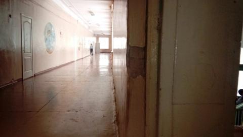 Омичи пожаловались на плохое состояние внутри первой школы