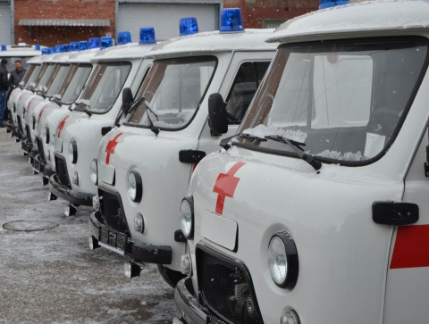 Машины «скорой помощи» высокой проходимости вручили районным больницам Омской области