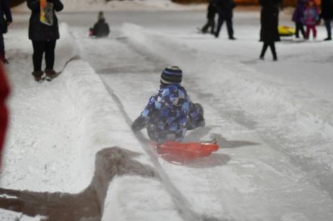 В парке 300-летия Омска открытие двух горок прошло с фейерверком