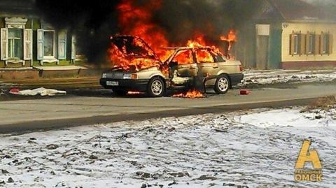 В Омске из-за разгерметизации бензобака сгорел автомобиль