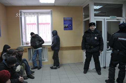 Омские полицейские помогают бомжам (фото)