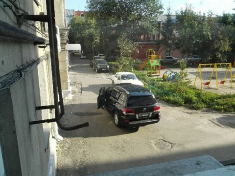 В Омске на Лермонтова мужчина открыл стрельбу