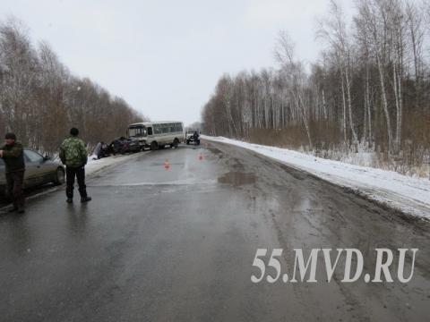Под Омском в ДТП с автобусом погибла автоледи