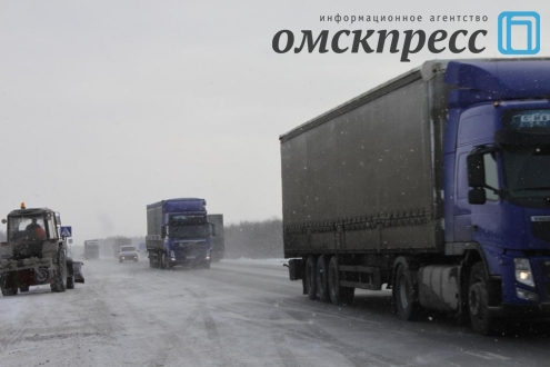 Омские дорожники круглосуточно работают на федеральных трассах