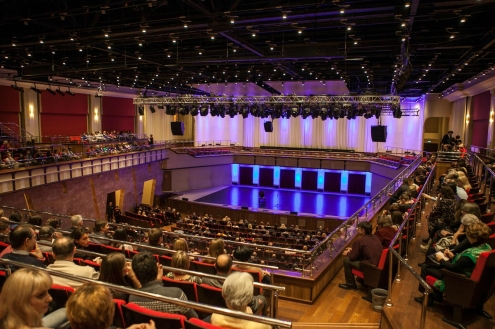Радзинский выступил в омском Концертном зале