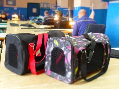В ИК-12 шьют дорожные сумки для кошек и небольших собак