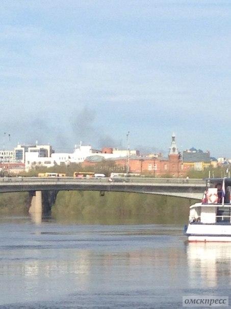 В центре Омска начался пожар