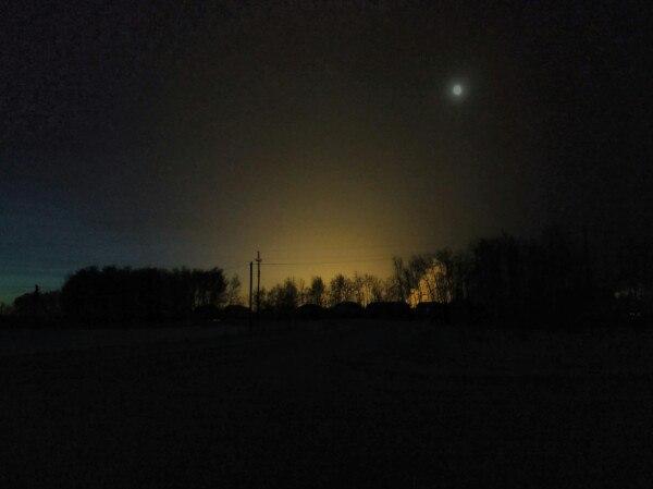Омичку в темноте напугало зарево от теплиц в селе Дружино