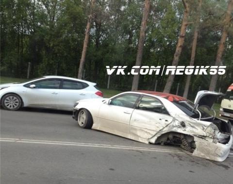 В Омске на Красном Пути столкнулось три автомобиля