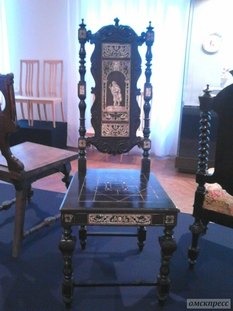 Омские организации приглашаются  на арт-конкурс «12 стульев для дворца»