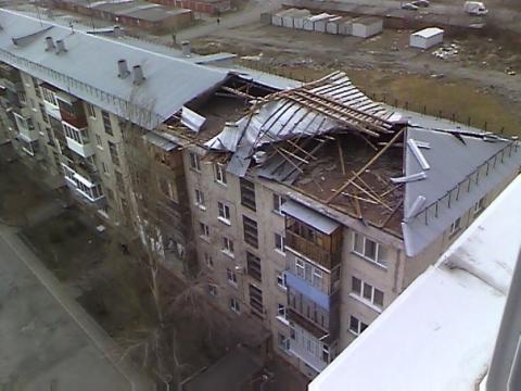 Омичей после урагана оставили без крыши над головой