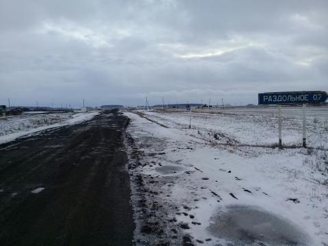 Омичка поделилась фотографиями межпоселковой дороги